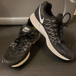EUC Nike Zoom Pegasus 32 Size 8.5